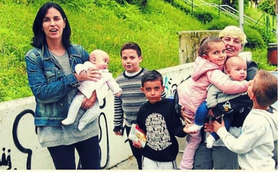 2 mamás de 6 hijos