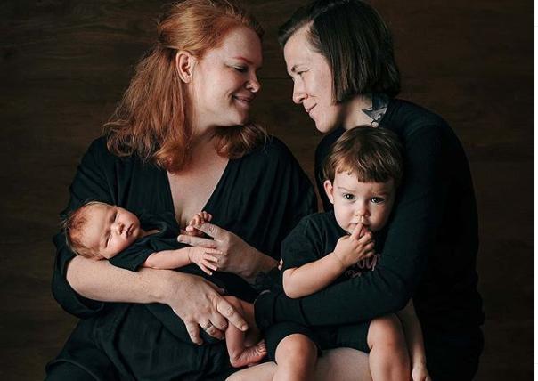 Madres lesbianas escapan de rusia